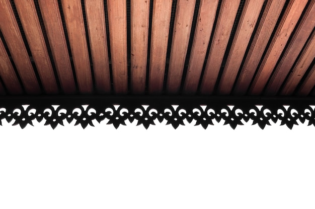 Houten lamellenplafond met zichtbare balken, houten plafonddak
