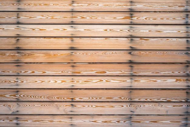 Houten lariks planken met cry lek nagels op de muur van het frame
