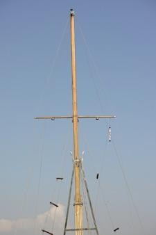 Houten mast van een boot