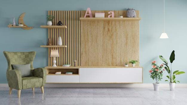 Houten muur om de tv op te hangen in de moderne woonkamer heeft een vaas en boeken op de planken en een bank met bloempotten aan de zijkanten.