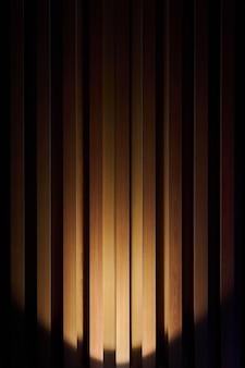 Houten muurplanken achtergrondnachtverlichting met licht in de schaduw