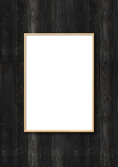 Houten omlijsting die op een zwarte houten muur hangt