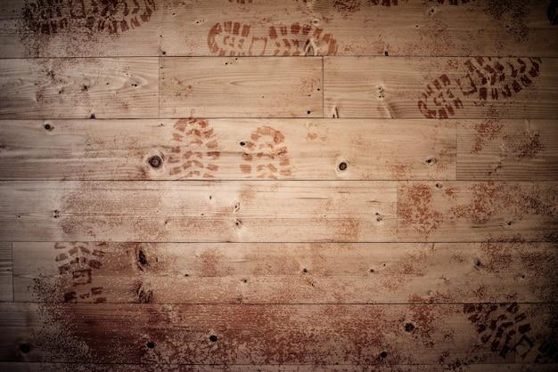 Houten oppervlak met voetafdrukken erop - ideaal voor achtergrond of een blog