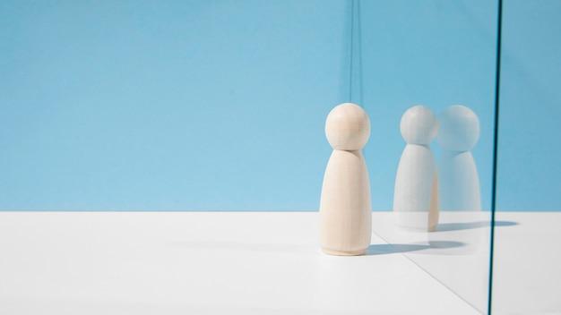 Houten pionnen met glasverdeler en exemplaarruimte