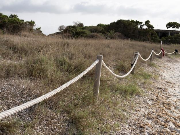Houten reling met touw