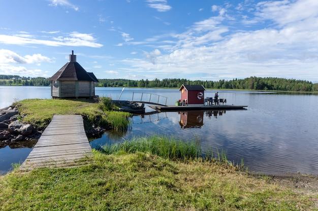 Houten sauna op het meer gaxsjon, zweden