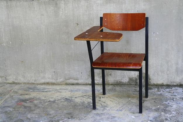 Houten schoolstoel