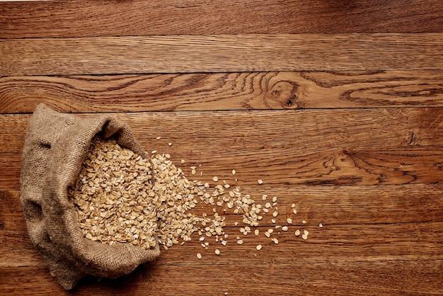 Houten servies granen producten hout achtergrond