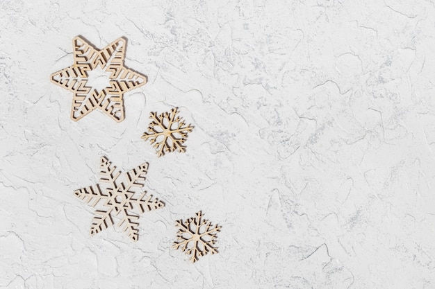 Houten sneeuwvlokken en lege ruimte voor tekst,