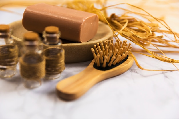 Houten spa haarborstel met zeep