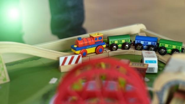Houten speelgoed voor kinderen om de verbeelding te ontwikkelen.