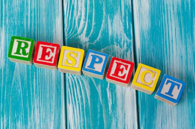 Houten speelgoedblokken met letters