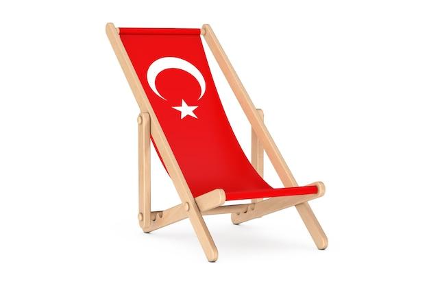 Houten strandstoel met turks vlagontwerp op een witte achtergrond. 3d-rendering
