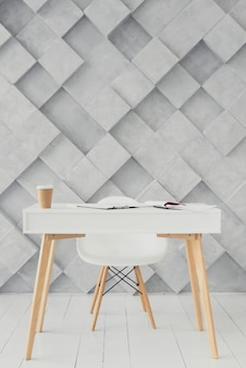 Houten tafel en moderne achtergrond