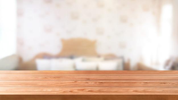 Houten tafel in modern huiskamer interieur met lege kopie ruimte op tafel voor product display mockup.