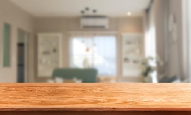 Houten tafel in moderne huiskamer decoratie.