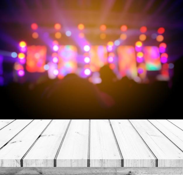 Houten tafel of houten vloer met abstracte podium lichte bokeh achtergrond voor productweergave
