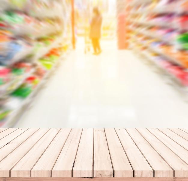 Houten tafel of houten vloer met supermarkt wazige achtergrond voor productweergave