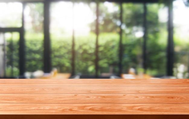 Houten tafel van modern restaurant