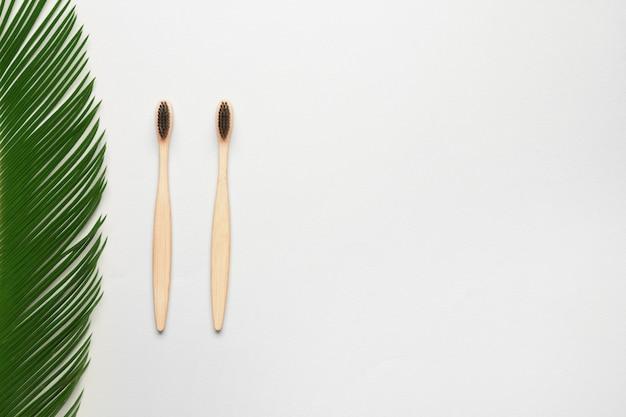 Houten tandenborstels met palmblad