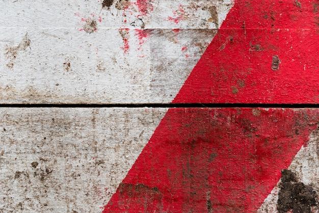 Houten textuurachtergrond met rode vlek
