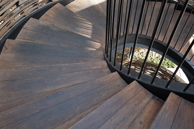 Houten trap, trap naar beneden
