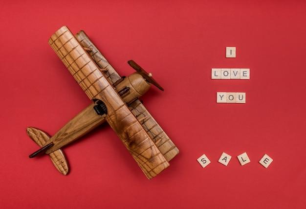 Houten vliegtuig met de inscriptie van houten letters