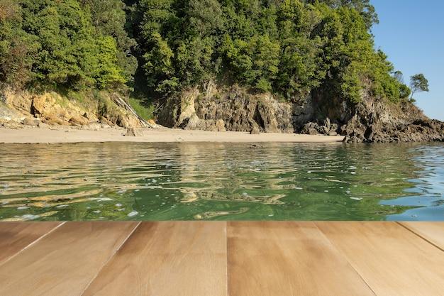 Houten vloer met strandachtergrond