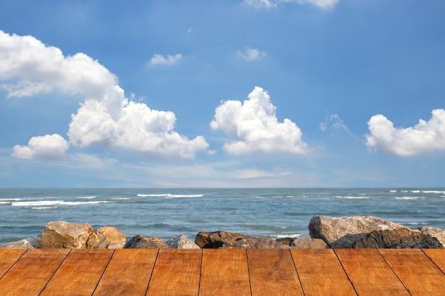 Houten vloer voor het strandpad
