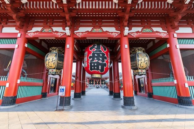 Hozomon-ingangspoort aan sensojitempel in tokyo, japan