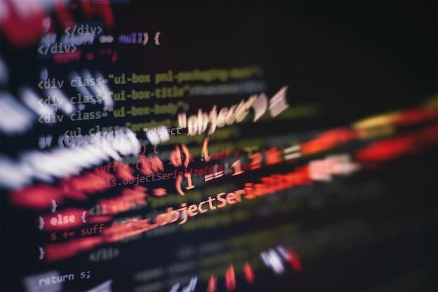 Html5 in editor voor website-ontwikkeling. website html-code op de laptop display close-up foto.