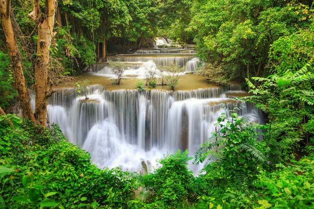 Huay mae kamin waterfall in nationaal park khuean srinagarindra.