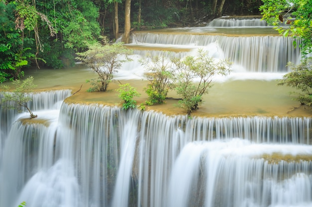 Huay mae kamin waterfall in nationaal park khuean srinagarindra