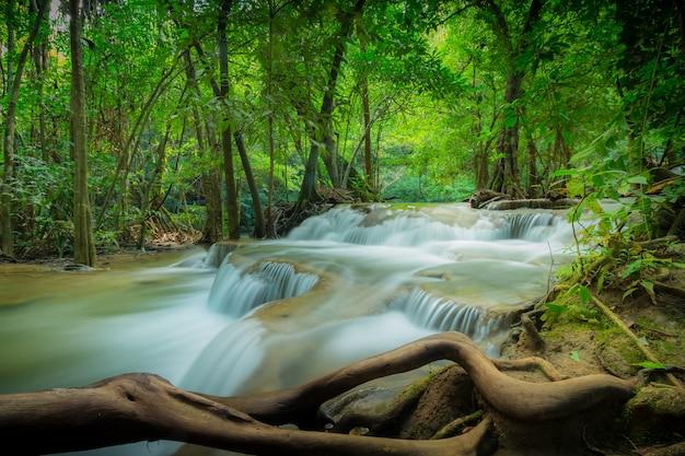 Huay mae kamin waterval nationaal park
