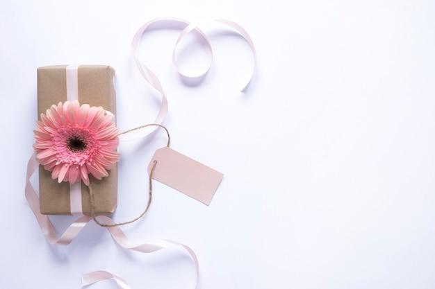 Huidige doos met bloem voor moedersdag