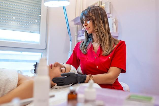 Huidverzorging en behandelingen concept.