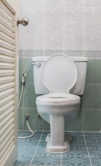 Huis doorspoelen toilet
