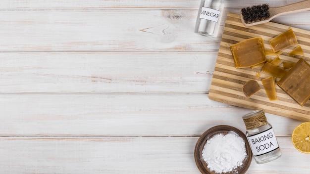 Huis eco-reinigers zout en zelfgemaakte zeep