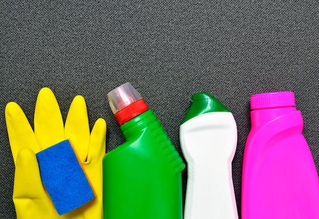Huis schoonmakend product op grijs