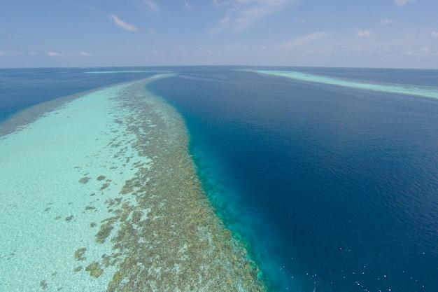 Huis villa drone maldiven jungle