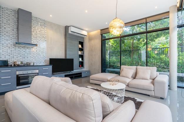 Huisbinnenlandontwerp in woonkamer van het huis