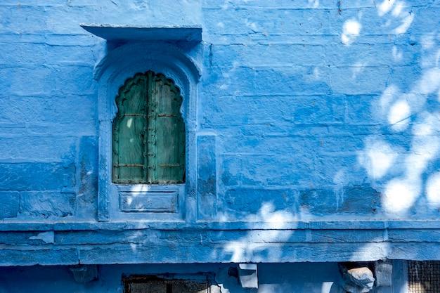 Huisbuitenkant in blauwe stad, jodhpur india