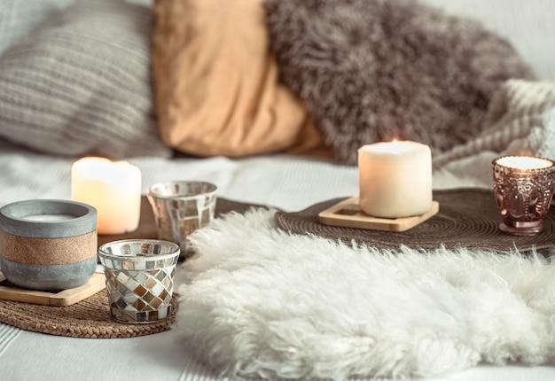 Huisdecor van herfststilleven in een gezellig huis.