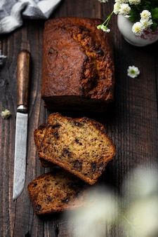 Huisgemaakt brood met courgette, bananen en chocolade