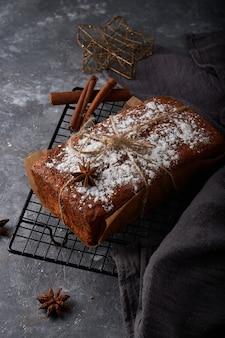 Huisgemaakt engels biscuitgebak, malse worteltaart Premium Foto