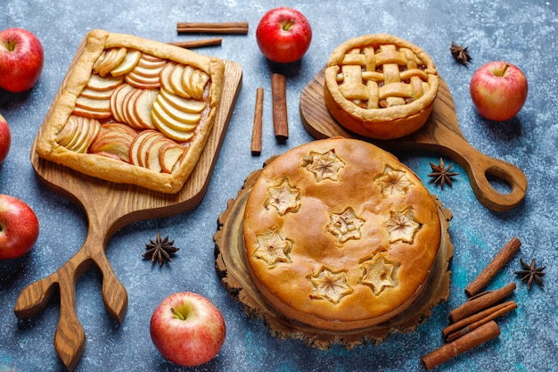 Huisgemaakte appeltaart, cake en galette.