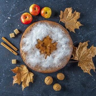Huisgemaakte appeltaart, schoenmaker, charlotte met walnoot en kaneel.