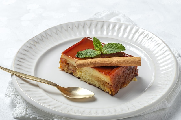 Huisgemaakte pudding van verse en gezonde appels