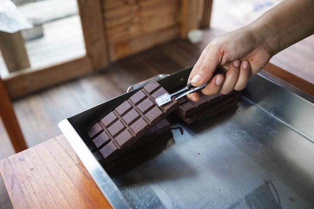 Huisgemaakte pure chocolade en cacao