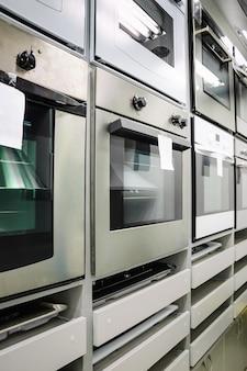 Huishoudapparaat winkel, rij ovens